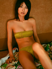This sizzling gravure idol is incredibly gorgeous in a bikini
